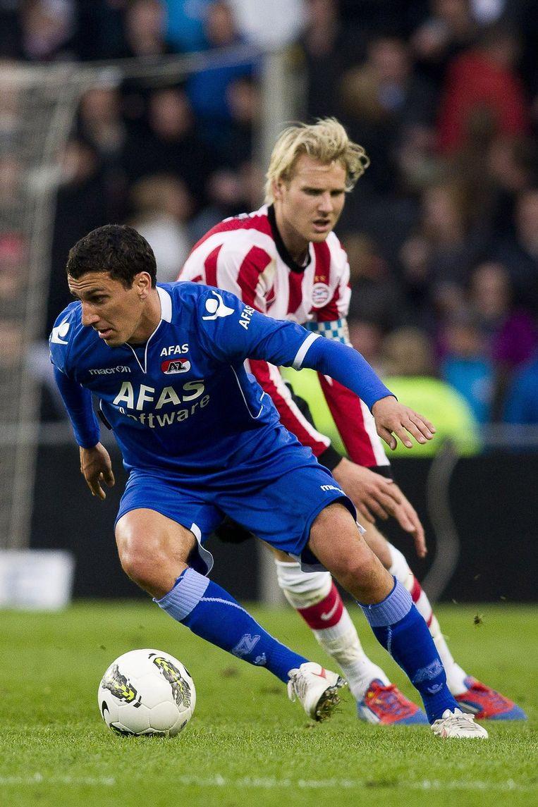 Maarten Martens (voorgrond) in duel met Ola Toivonen. Beeld anp