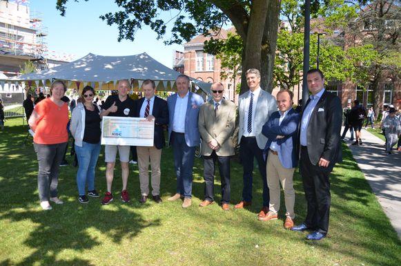 Rotary Lokeren schenkt 3.500 euro voor de organisatie van het festival.
