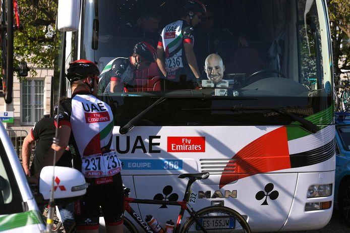 Tom Boonen is overal, de busbestuurder van UAE Emirates steunt vandaag niet zijn eigen ploeg