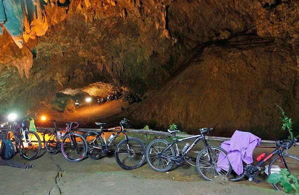 Fotodetective **Hans Aarsman** over het raadsel van de omgekeerde fietsen bij de Thaise grot