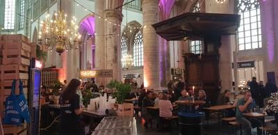 Smulpapen houden dienst in Grote Kerk van Breda