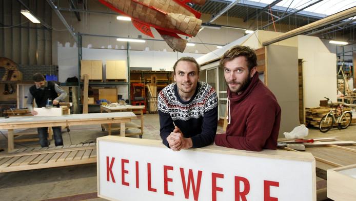 Bas van den Berg (links) en René Boonekamp openen zaterdag hun werkplaats.