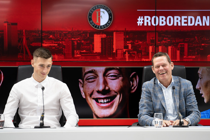 Feyenoord-aanwinst Robert Bozenik (l) en technisch directeur Frank Arnesen.