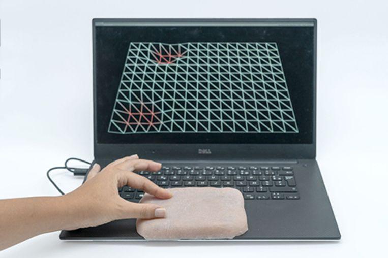 De Skin-On-Interface is een siliconenmembraan dat eruitziet en voelt als menselijke huid.