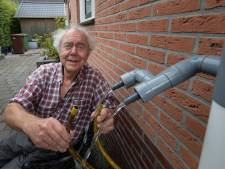 Nooit meer een dorre tuin: Drontenaar Cor (75) bedenkt 'tuinwaterverdubbelaar'