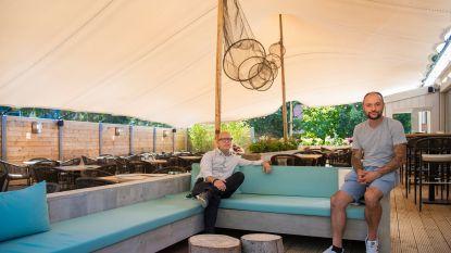"""Horecaondernemers openen Mona Food and Drinks in voormalig pand De Lork: """"Mediterraans genieten op de Heide"""""""