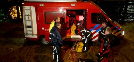 Duikteam brandweer redt drenkeling uit Haagse Laakhaven