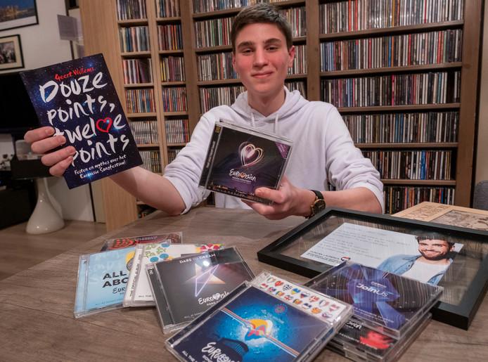 Javier Pereira Arias is fan van het Songfestival en verder van alles wat met muziek en theater heeft te maken.