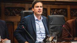 """Mathias De Clercq krijgt op Twitter veeg uit de pan van minister Zuhal Demir: """"Stokende haatsmurf die alles op een familiaal schoteltje kreeg"""""""
