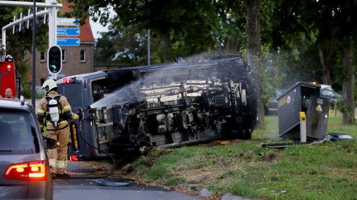 Busje ramt kast van gasleiding in Den Bosch.