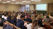 Duizenden scholieren palmen universitaire aula's in