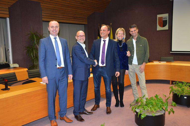 De nieuwe coalitiepartners in Denderleeuw.