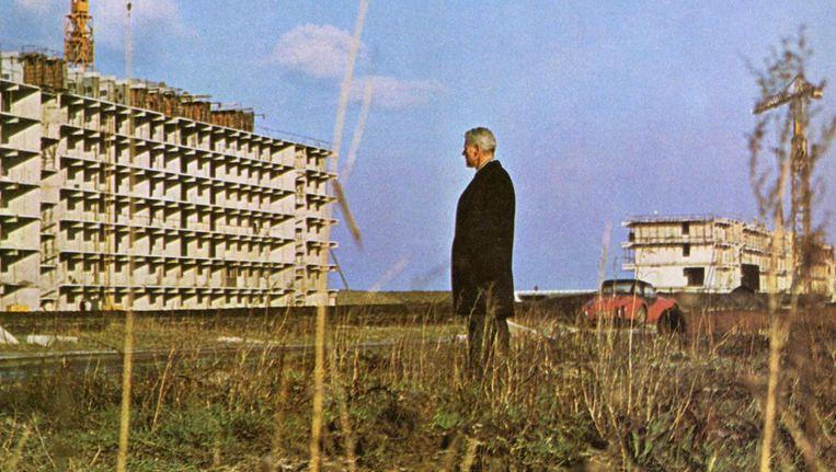Ronkende teksten moesten woningbouwverenigingen helpen de tienduizend woningen te vullen. beelden uit 'toekomst te huur' Beeld .