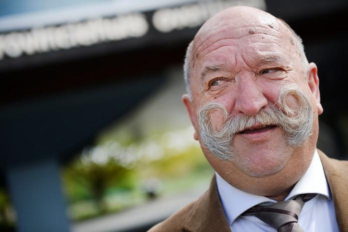 Hans Hofte uit Enschede is één van de 36 personen die gesolliciteerd heeft naar de functie van burgemeester in Twenterand. 70 jaar, is hij inmiddels. Maar Hofte is 'er klaar voor'.