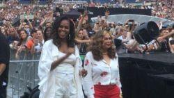 Michelle Obama geeft het beste van zichzelf tijdens concert van Beyoncé en Jay Z