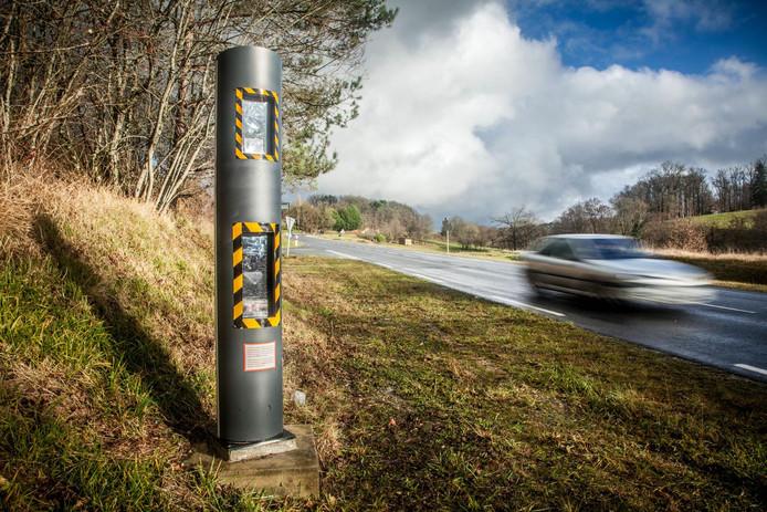 Flash radar de contrôle de vitesse photographié à Thiviers en France (illustration).