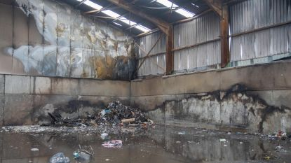 Grofvuil schiet in brand in opslagplaats Igean