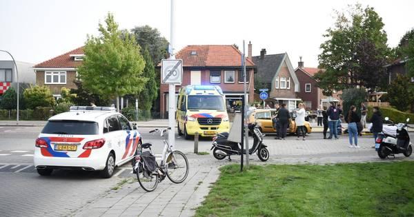 Fietser met spoed naar ziekenhuis na aanrijding in Almelo.