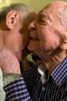 Holocaust-overlevende (102) ontdekt na ruim 70 jaar dat ook zijn broer geluk had