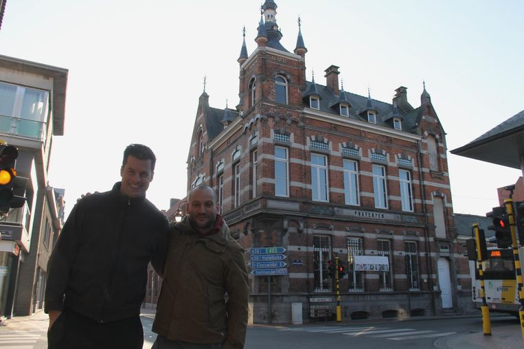 Peter Van Vooren en Fabrice Vandenbogaerde werken aan een Escape Room in de oude post.