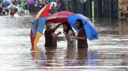 Meer dan 20 doden door overstromingen in Jakarta