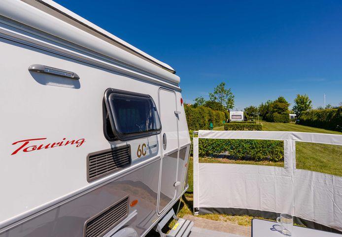De naar schatting 700 caravans in Huissen hoeven niet voor 1 juli weg te zijn.