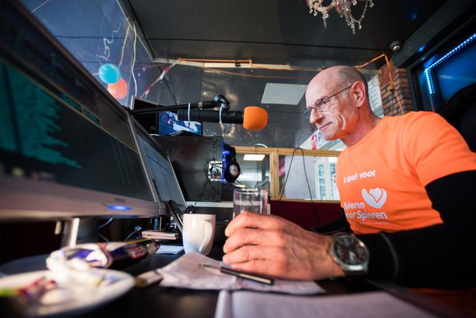 wereldrecordpoging vis roken en radio maken in winkelcentrum presikhaaf, Arnhem.