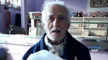 Dat is echte liefde! Al 56 jaar koopt Vincenzo elke dag een croissant voor Annamaria en schrijft hij lieve boodschap voor haar op verpakking