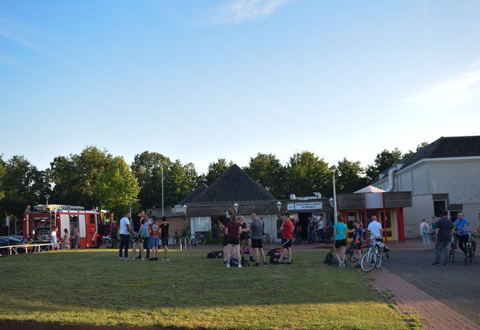 Sporters moesten de Sporthal de Bongerd verlaten.