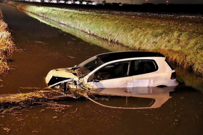 Auto te water in Willemstad