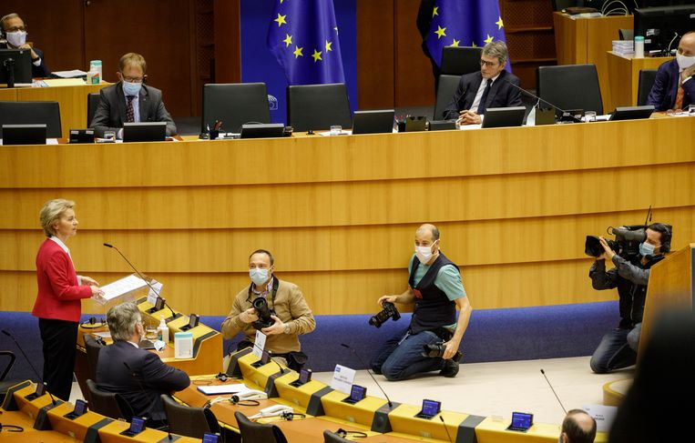 Europees Commissievoorzitter Ursula von der Leyen stelde woensdag in het Europees parlement een herstelfonds van 750 miljard voor.