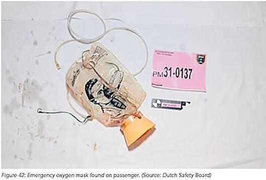 Het zuurstofmasker dat werd aangetroffen op een van de passagiers van vlucht MH17.