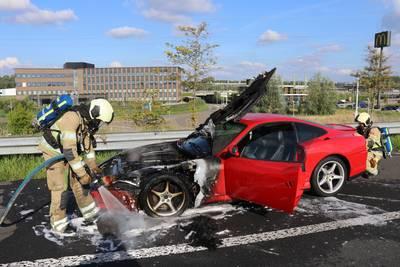 ferrari-met-nieuwwaarde-van-230000-euro-gaat-in-vlammen-op-bij-breukelen