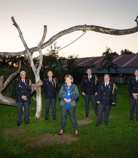 Deze zes trouwe brandweerlieden krijgen koninklijke onderscheiding in Oldebroek