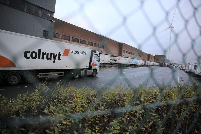 De transmigranten werden ontdekt in een vrachtwagen van een leverancier op het distributiecentrum Dassenveld van Colruyt Group.