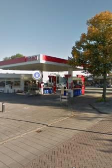Overvaller weggejaagd bij benzinestation in Oostburg, klant slaat hem met een tas