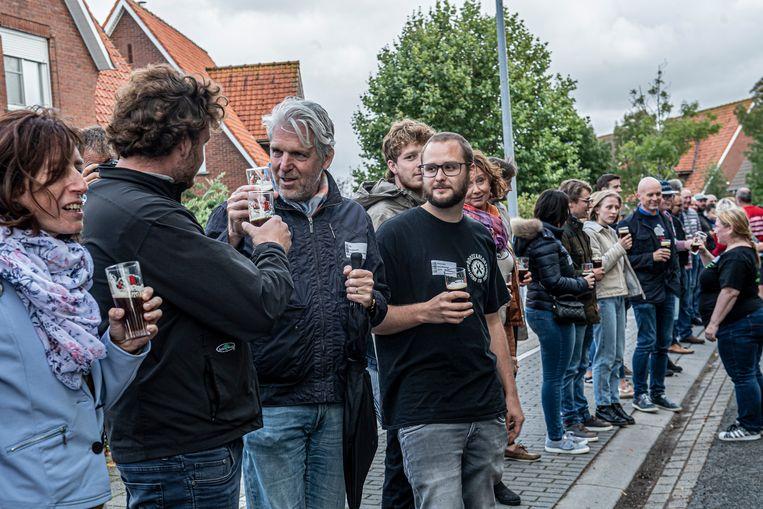 Recordpoging langste toost door de Beverse Schuimkraagproevers.