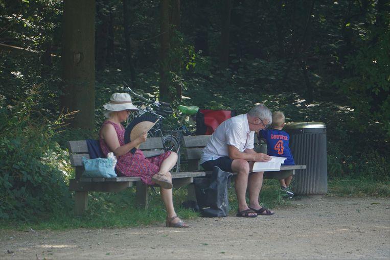 Op een bankje in 't Bosje in het Maria-Hendrikapark.