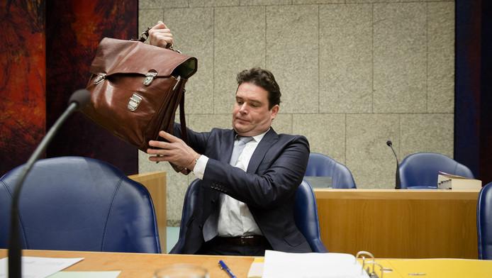 Staatssecretaris van Financien Frans Weekers voorafgaand aan het debat over fraude met overheidstoeslagen.