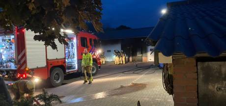 Brand in loods met scooters en buggy's in Putten