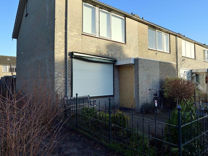 De beschadigde woning aan het Schuivenoord in Roosendaal.