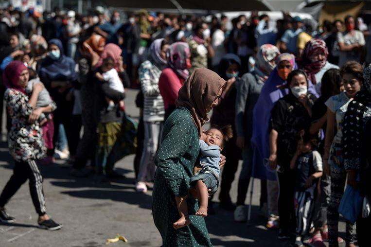 Vluchtelingen uit kamp Moria op Lesbos. Beeld AFP