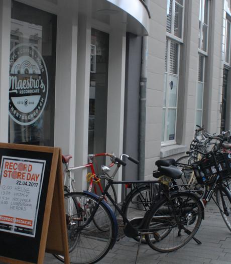 Maestro's Recordcafé heeft geen zin in duizend euro boete en verplaatst evenement