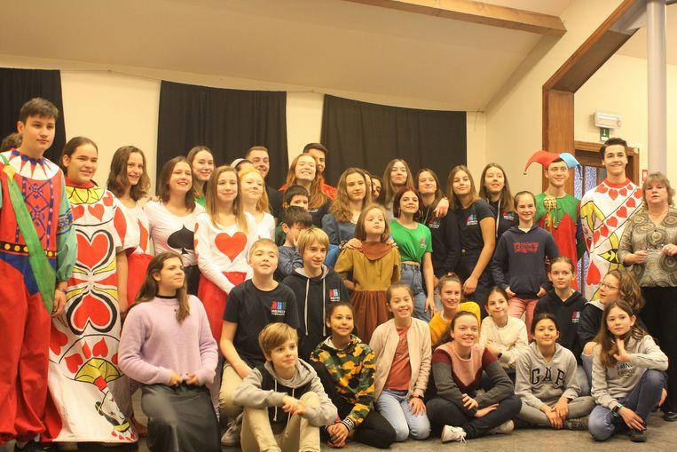 De jeugd van Weredi uit Lot voert een nieuw toneelstuk op in de Meent in Alsemberg.