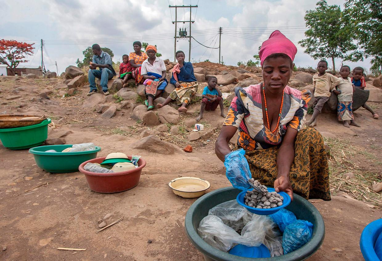 Ook in 2017 was er in Malawi een vampierjacht gaande. Jamiya Bauleni, hier op de foto, vertelde toen dat haar bloed was afgetapt door zo'n vampier. Het bijgeloof in heksen, tovenaars en vampiers is stevig verankerd op het platteland van Malawi.