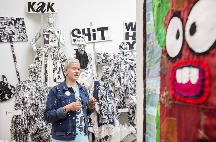 Bas Kosters op zijn expositie. Foto: ANP, Piroschka van de Wouw.