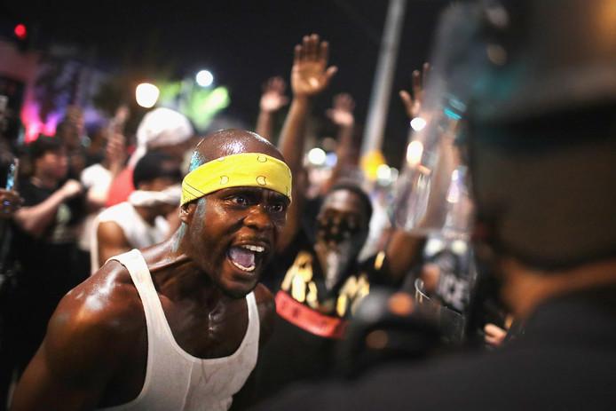 Na de vrijspraak van politieman Jason Stockly voor het moedwillig doodschieten van Anthony Lamar Smith werden de straten van St. Louis en Ferguson opnieuw bevolkt door woedende demonstranten en volgelingen van de Black Lives Matter-beweging.