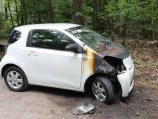 Opnieuw autobrand in Epe, omstanders doven vlammen met zand