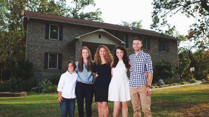Alleenstaande moeder bouwt huis volledig zelf dankzij YouTube-filmpjes