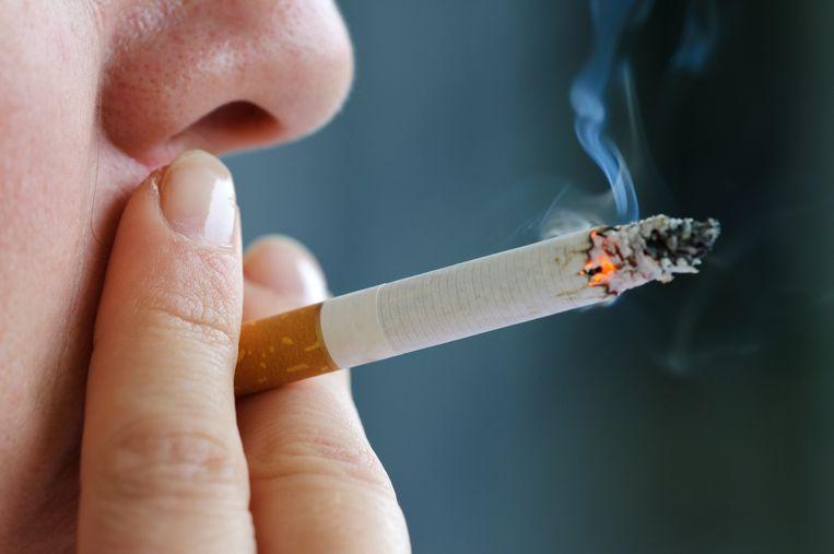Bijna een op de vier Belgen rookt dagelijks, 71 procent deed al een poging om te stoppen. Hoe raak je van je verslaving af? En wanneer is de schade onomkeerbaar?